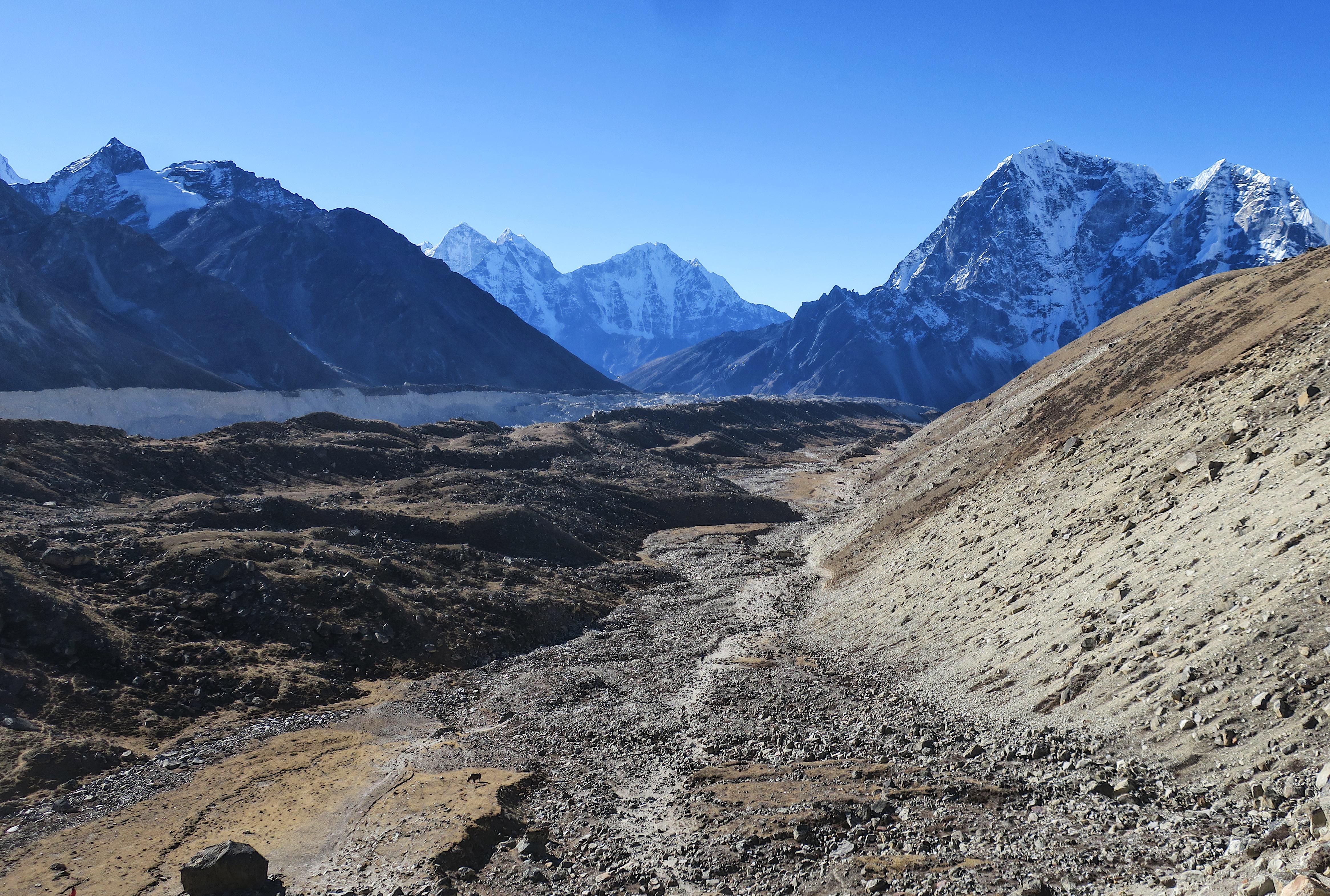 The trail to Lobuche.